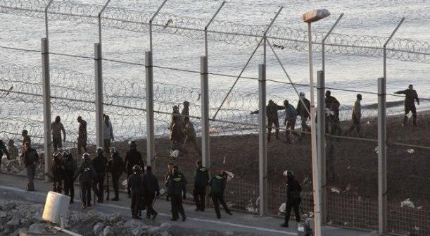grupo-inmigrantes-intenta-entrar-nado-Ceuta