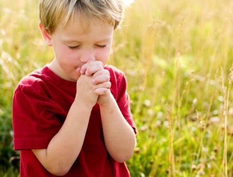 Niño oracion